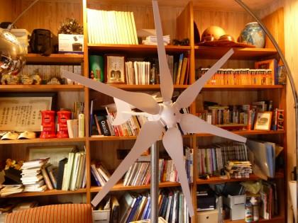 書斎にお目見えした風力発電用風車