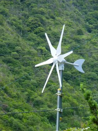 風を受けて回る今朝の風車