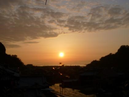 わが家から見える夕日も実は地球が動くから見える現象なのです