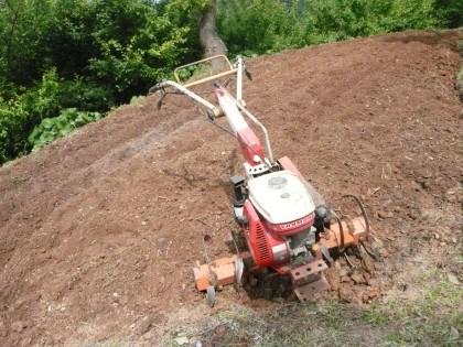 四年ぶりに始動した耕運機と中耕した畑