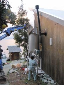 水槽の設置工事風景