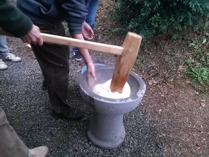餅つき(松本さん撮影)