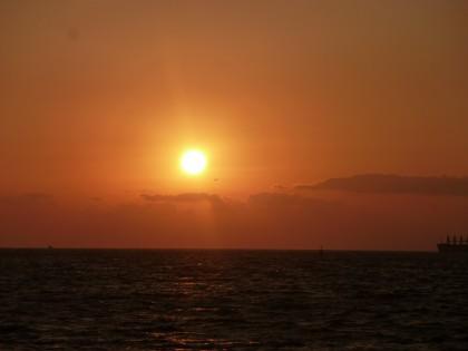 西瀬戸に沈む美しい夕日