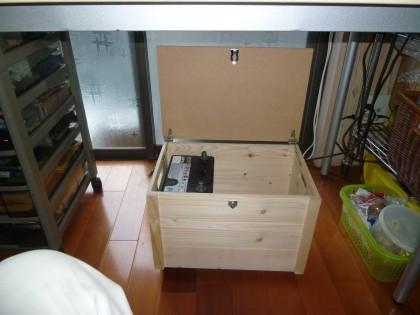 息子が手造りしたパソコン電源用の木製ボックス