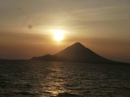 夕日に映える指宿開聞岳