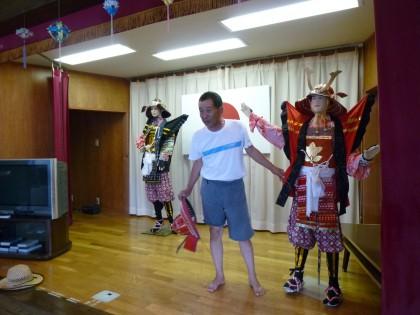 ステージに陳列されていた青島盆踊りの衣装