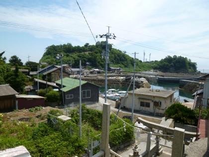 青島神社から見下ろす青島港