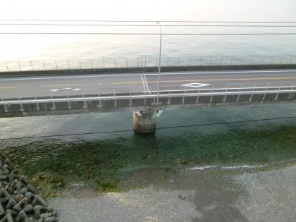 串の鉄橋の上で停車して20m下の奈落を見ました