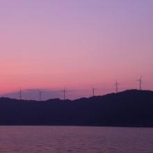 20基の風車が回る小焼けの佐田岬半島