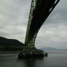 周防大島大橋の下をくぐる