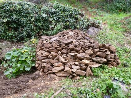畑から出土した石